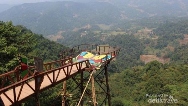 Fasilitas buat traveler cukup memadai di Pabangbon. Ada toilet, mushola, serta lahan parkir yang cukup luas, serta cukup banyak warung makanan dan minuman yang tersedia di tempat wisata ini.(Brigida Emi Lilia/dtraveler)