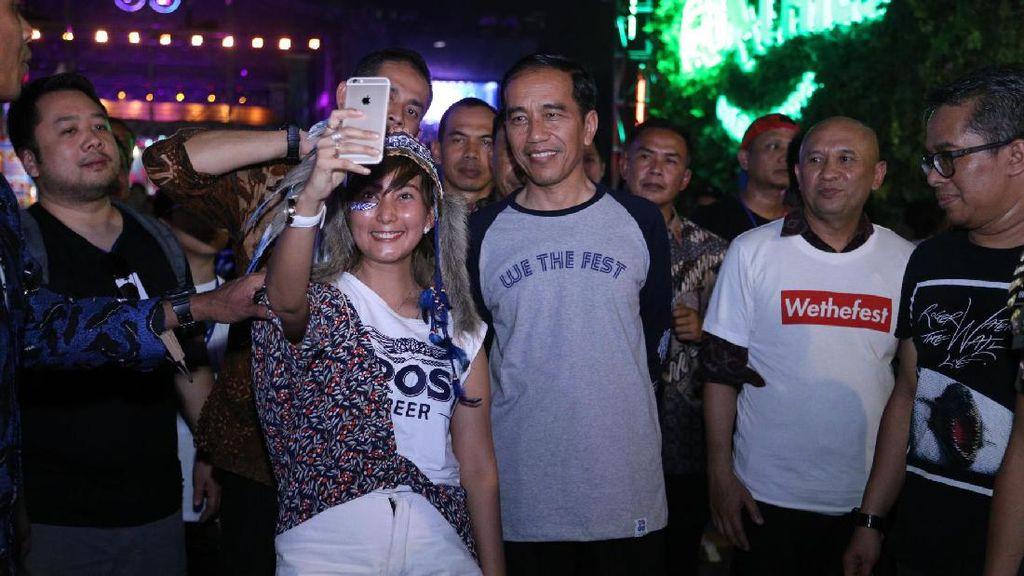 Dipakai Jokowi ke We The Fest, Kaus Lengan Panjang Ini Langsung Sold Out