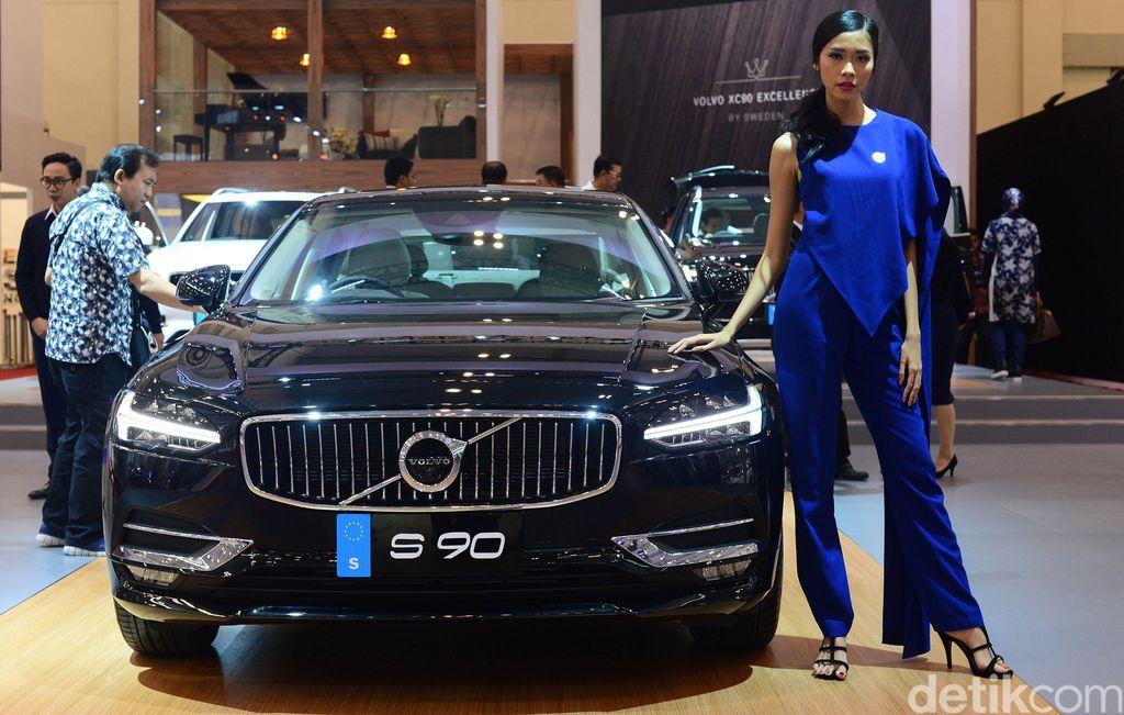 Volvo kembali memboyong mobilnya mengaspal di Indonesia. 4 Mobil mewah langsung diterjunkan untuk menggoda warga Jakarta di GIIAS 2017.
