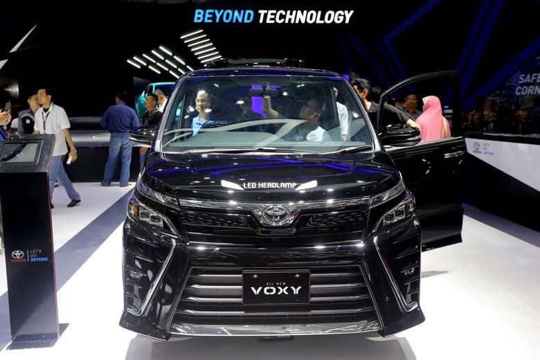 Toyota Voxy. Foto: Ari Saputra