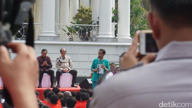 Jokowi Persilakan Tonton Konser Musisi Luar Negeri, Tapi...