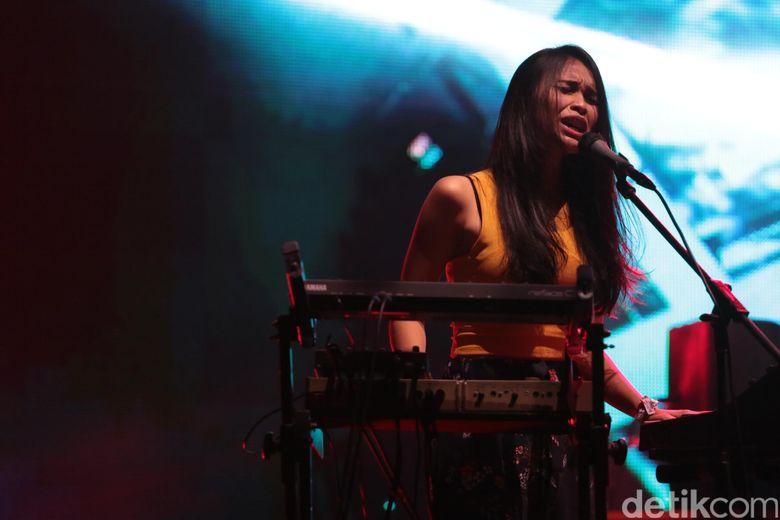 Band asal Bandung itu membawakan lagu dari EP mereka yakni 1991 seperti Live and Do dan Stay Alert. Foto: Asep/detikHOT