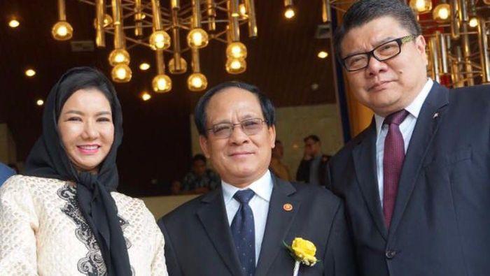 Sekjen ASEAN Le Loung Minh (tengah), Sekjen FORSEAA Nico Barito (kanan) dan Deputi Sekjen FORSEAA Rita Widyasari (kiri)/Foto: Dok. Pemkab Kukar