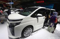 Toyota Voxy.