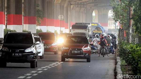 Petang di Jl DI Panjaitan: Ganjil-Genap Dilanggar, Polisi Tak Ada