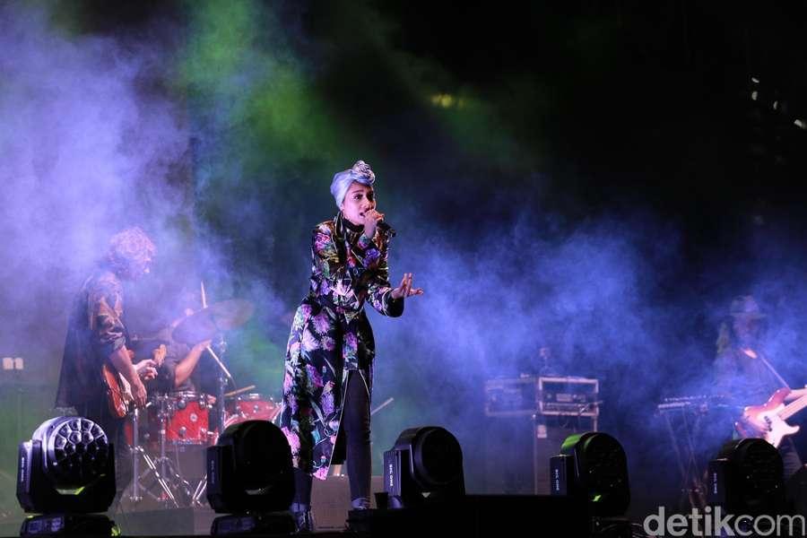 Penampilan Manis Yuna di We The Fest 2017