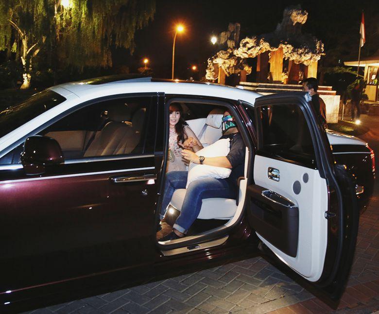 Momo Geisha terlihat kini memakai mobil mewah usai dipersunting Nicola Reza Samudra. Foto: dok Instagram