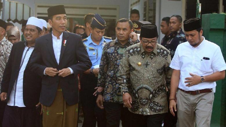 Nostalgia, Jokowi Ajak Iriana Masuk Kampus di Jember