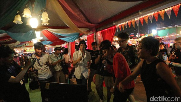 Karaoke Ria di Stand Ruru Radio di We The Fest 2017