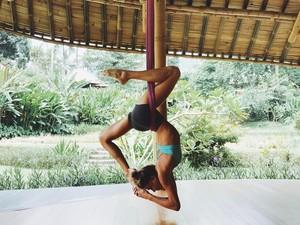 5 Alasan Kamu Harus Rutin Melakukan Yoga