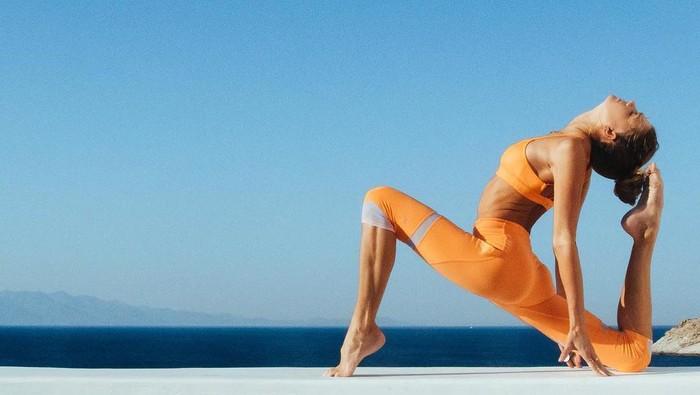 Sjana Elise adalah seorang instruktur yoga dari New Castle, Australia. Dahulu, ia sempat mengalami depresi saat remaja dan ia memilih bangkit dengan aktif melakukan yoga. Foto: instagram/@sjanaelise