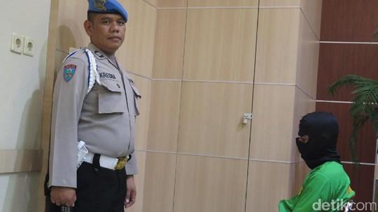 Foto Rio Reifan di Kantor Polisi usai Kembali Tertangkap karena Sabu
