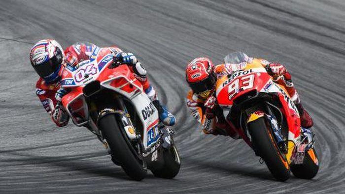 Andrea Dovizioso dapat keuntungan dari jatuhnya Marc Marquez di MotoGP Italia. (Foto: Jure Makovec / AFP)