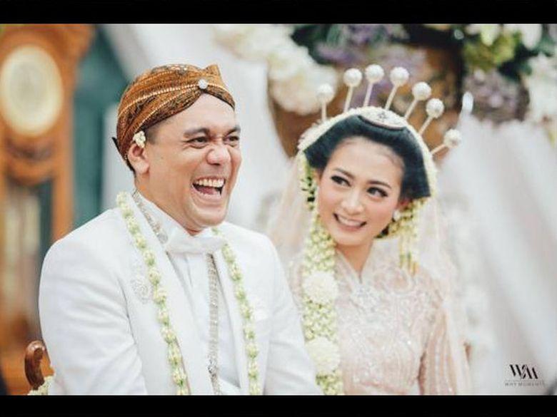 Chiko Hakim menikahi perempuan bernama Citra Soeroso pada 13 Agustus kemarin. Foto: Instagram @why_moment @chikohakim