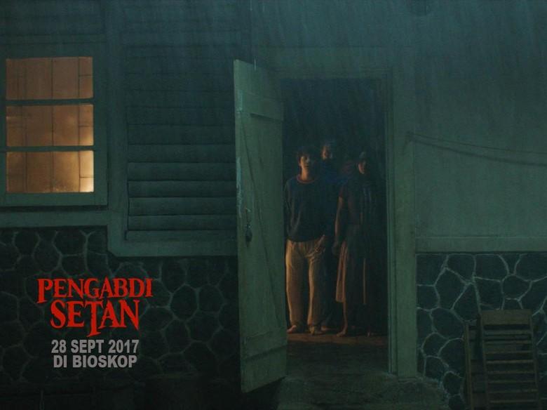 Rekomendasi 11 Film Horor Terbaik, Berani Nonton Nggak? Foto: Pengabdi Setan (twitter Joko Anwar)