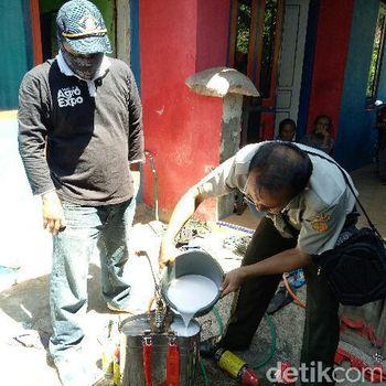 Dinas Pertanian Banyuwangi semprot pestisida/