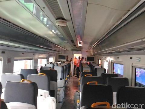 Interior dalam kereta Bandara Soekarno-Hatta
