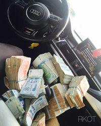 Foto: Gaya Hidup Anak Tajir Tunisia Pamer Mobil Mewah Hingga Tumpukan Uang