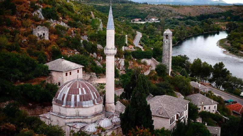 FKota Sarajevo di Bosnia memiliki 3 agama besar yang dianut yaitu Kristen, Islam dan Yahudi. Namun cinta kasih terhadap sesama begitu terlihat di sini (Dado Ruvic/Reuters)