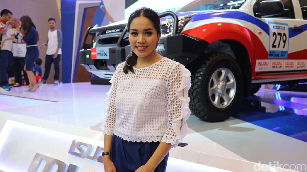 Alexandra Asmasoebrata Pertama Nyetir Mobil Manual Pakai Panther
