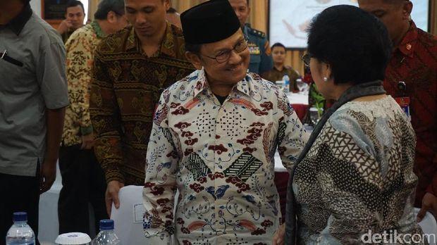Momen Keakraban Bj Habibie Dan Megawati Saat Bertemu Di Lipi