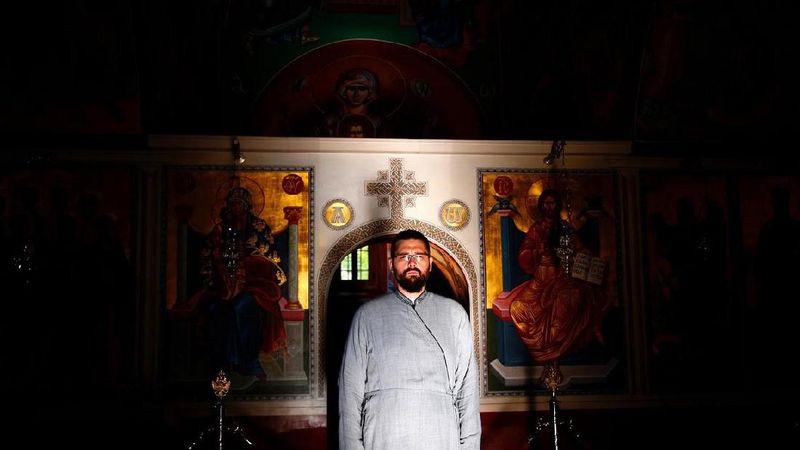 Nektarije, seorang diakon di biara Ortodoks Zitomislici di tempat yang sekarang didominasi oleh Katolik yang didominasi orang Kroasia berkata bahwa sangat penting bagi kita memiliki budaya dan agama yang berbeda di sini, dan berdasarkan itu kita dapat dengan mudah membangun dan memverifikasi identitas kita sendiri (Dado Ruvic/Reuters)