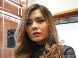 Tren Pewarnaan Rambut 2017-2018: Color Melting