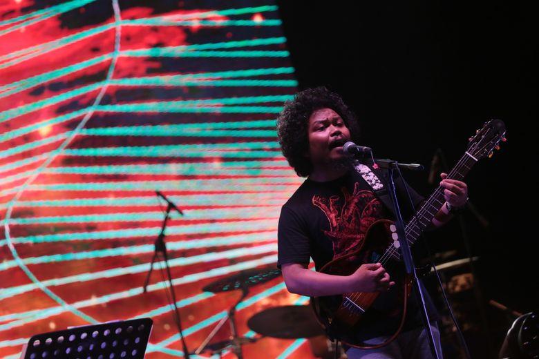 Salah satunya adalah momen kebersamaan Payung Teduh di atas panggung Synchronize Fest 2017. Foto: Asep Syaifullah/detikHOT