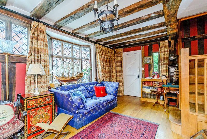 Dulunya, rumah ini dimiliki oleh keluarga bangsawan De Vere. Mulai dibangun pada abad 14 hingga 17, rumah ini juga menjadi incaran turis jika berkunjung ke Suffolk, Inggris (Carter Jonas)