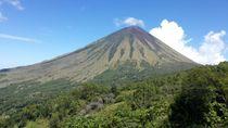 Manu Lalu, Spot Keren Buat Selfie Bareng Gunung Inerie