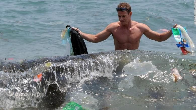 Ilustrasi sampah di laut (CNN)