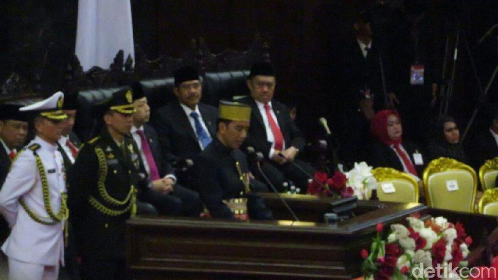 Jokowi Banggakan INKA dan PTDI Tembus Pasar Ekspor