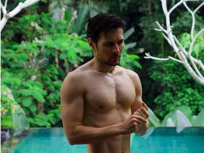 pria macho rusia ikut tantangan telanjang dada ala putin