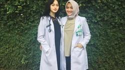 Dokter muda cantik, Indah Kusumaningrum mendapat tugas untuk menggantikan dr Reisa di acara DR Oz. Ini lho 5 hal yang belum diketahui banyak orang tentangnya.