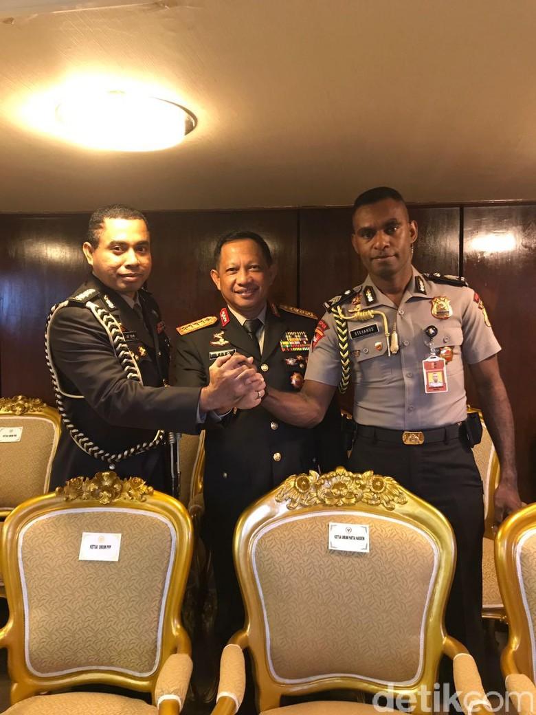 Kapolri: Pertama dalam Sejarah Ajudan Presiden dari Papua
