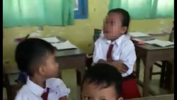 Sebuah video viral di media sosial menunjukkan apa yang terjadi ketika seorang guru pria berusaha membujuk murid perempuan yang tidak mau diimunisasi.