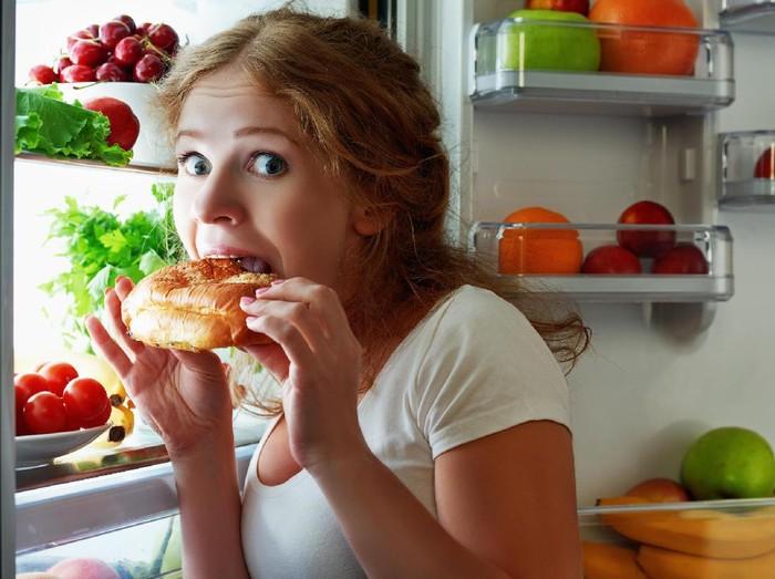 Saat diet harus ekstra hati-hati memilih camilan. (Foto: Thinkstock)