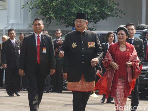 Adu Gaya Iriana Jokowi dan Mufidah Kalla Berkebaya Minangkabau di HUT RI