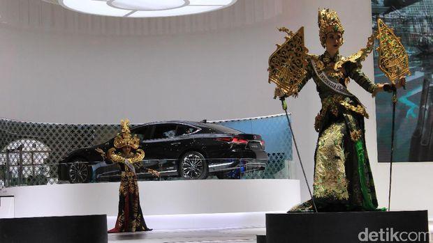 Lenggok Puteri Indonesia Kenalkan Budaya Nasional ala Lexus