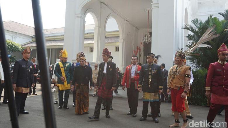 Upacara Hut Ri Dengan Pakaian Adat Jokowi Inilah Indonesia