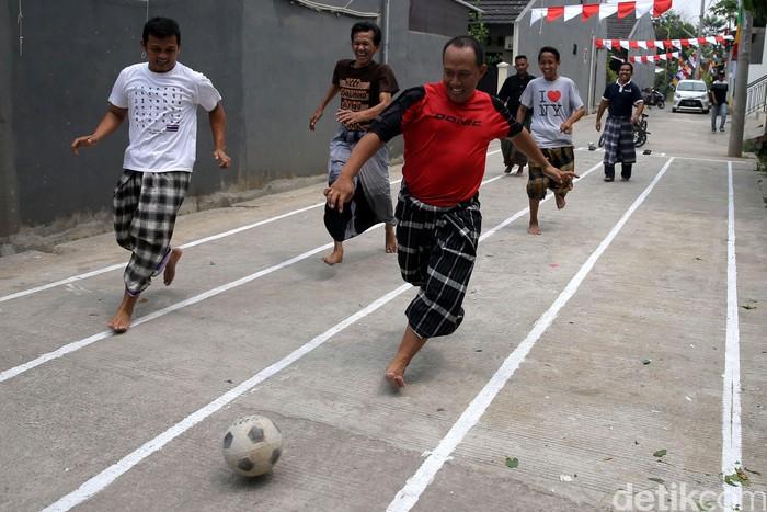 Hari ulang tahun (HUT) Republik Indonesia yang jatuh pada tanggal 17 Agustus selalu dirayakan secara meriah oleh seluruh masyarakat. Berbagai perlombaan diadakan untuk memeriahkan perayaan ini, beberapa di antaranya membutuhkan kekuatan fisik. Kekuatan fisik yang baik adalah yang dilatih secara rutin sebelumnya.Foto: Agung Pambudhy