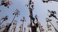 Sejarah Panjat Pinang, Lahir dari Warisan Belanda yang Kini Jadi Hiburan
