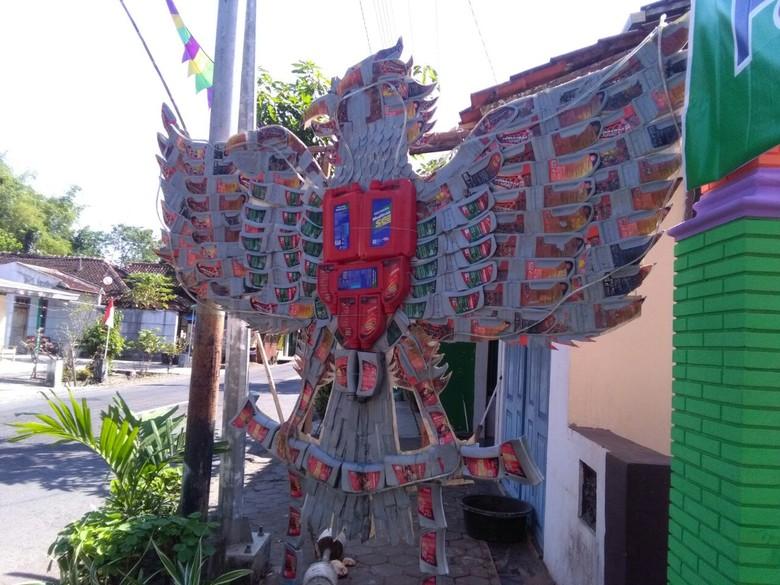 sambut hut ri gapura kampung di jakarta jabar banten dihias