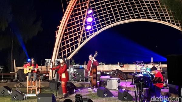 Monita Tahalea Hangatkan Udara Dingin di Jazz Gunung Bromo 2017