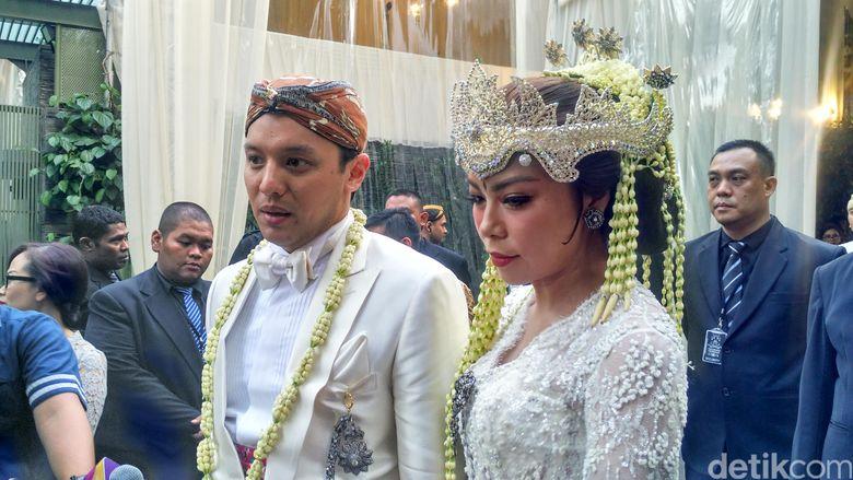 Moreno dan Noorani usai resmi menikah di kawasan Senopati, Jakarta Selatan. Febriyan Tino/detikHOT