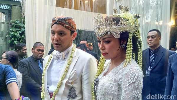Resmi Menikah! Ini Momen Bahagia Moreno Soeprapto dan Noorani Sukardi