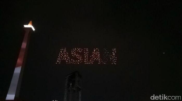 Aksi 300 drone di langit Jakarta. (Randy Prasatya/detikSport)