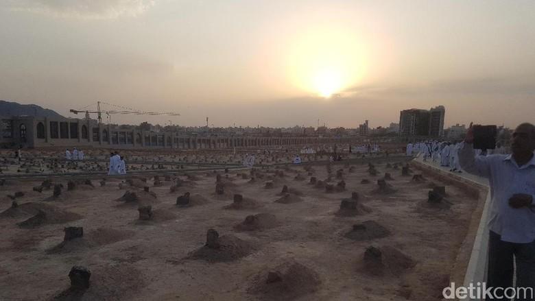Sunrise di Pemakaman Baqi (Triono Wahyu/detikTravel)