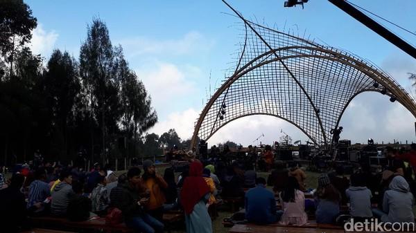 Sono Seni Ensemble dengan Keroncong Jazz, Buka Hari Kedua Jazz Gunung Bromo