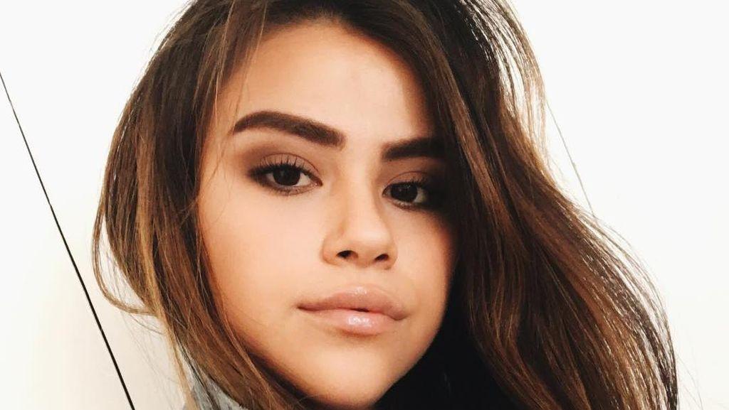Mirip Banget Selena Gomez, Ini Si Cantik Sofia yang Buat Pria Jatuh Cinta